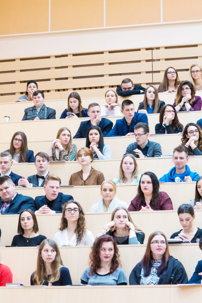 Studentai išreiškė palaikymą dėstytojams bei mokslininkams: atlyginimai neabejotinai turėtų kilti