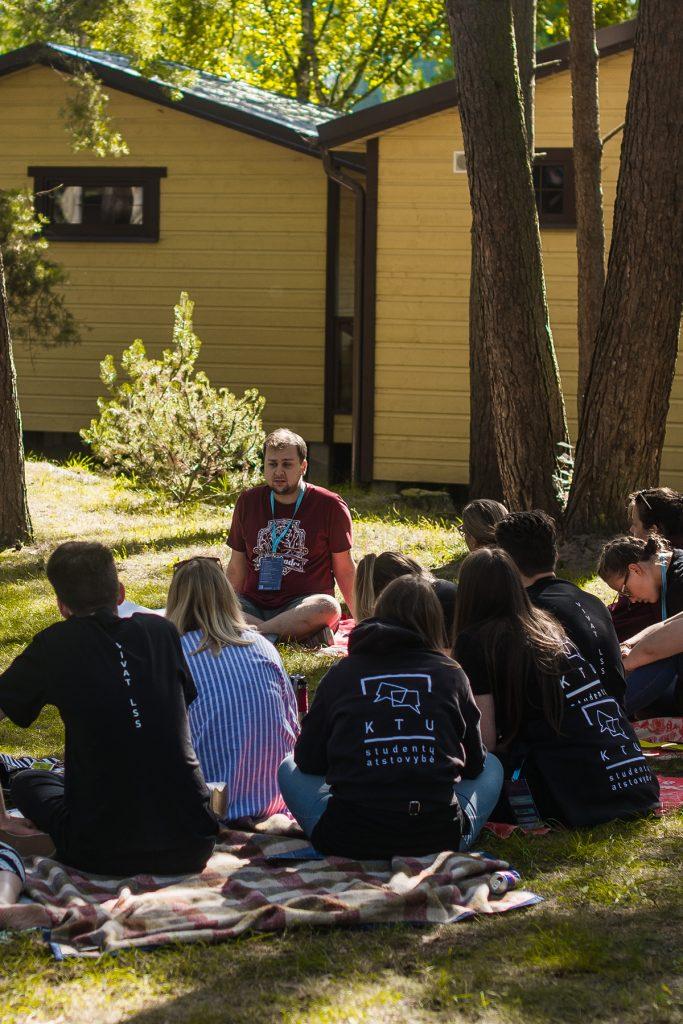 Savanorystė studentų savivaldoje – asmenybių realizacija?